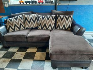 Absolutely gorgeous sectional couch in beautiful condition for Sale in Renton, WA
