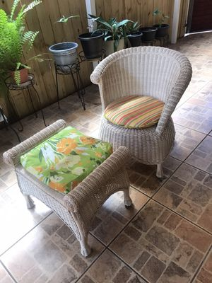 Silla con ottoman. Rocking chair with ottoman. Pick up only West Hialeah. for Sale in Hialeah, FL