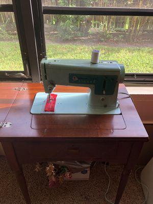 Singer Sewing machine for Sale in Lutz, FL