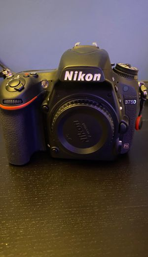 Nikon D750. Less than 10,000 shutter actuations for Sale in Montgomery, OH