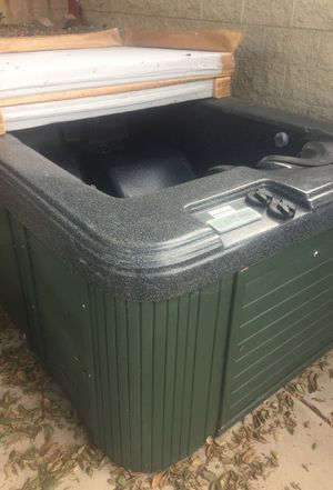 Two person hot tub jacuzzi with cover perfect for backyard for Sale in San Diego, CA