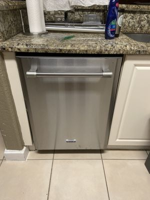 Maytag 2 years old dishwasher for Sale in Miami, FL