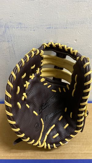 Mizuno Right-Handed Baseball Glove •BRAND NEW• for Sale in Dearborn, MI