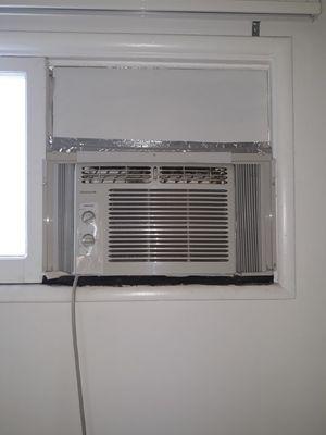 Frigidaire window AC unit 5000 BTU for Sale in Buena Park, CA