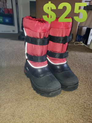 SNOWBOOTS FOR KIDS AND JUNIORS for Sale in Glendora, NJ
