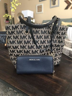 MK Bag and wallet for Sale in Victorville, CA