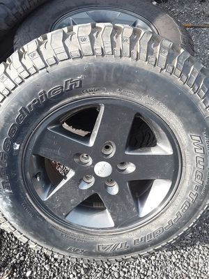 Jeep wheels and tires for Sale in Monroe, WA