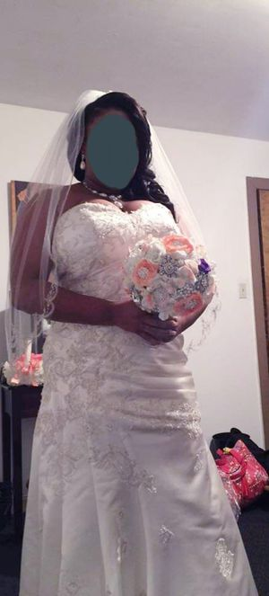 Lace detailed wedding dress for Sale in Houston, TX