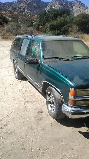 1999 Chevy suburban 5.7 for Sale in Lake Elsinore, CA