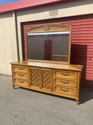Thomasville dresser and mirror for Sale in Bakersfield, CA