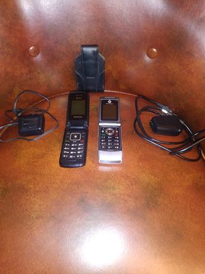 2 Flip Phones AT&T & Motorola for Sale in Cleveland, OH