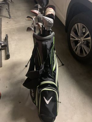 Callaway Bag with multiple golf clubs for Sale in Dinuba, CA