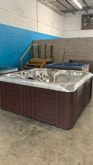 Preowned Master spa ready for immediate delivery! for Sale in Oakland Park, FL