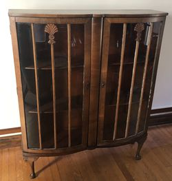Vintage Wood Curio Cabinet for Sale in Long Beach,  CA