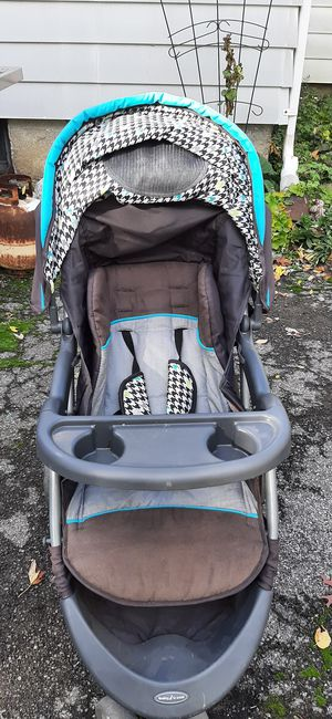 Stroller for Sale in Niagara Falls, NY