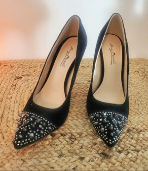 HIGH HEELS BLACK WITH METAL DETAILS SIZE 7 for Sale in Hollywood, FL