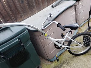 Schwinn hitchhiker bike attachment to take child with you for Sale in Stockton, CA