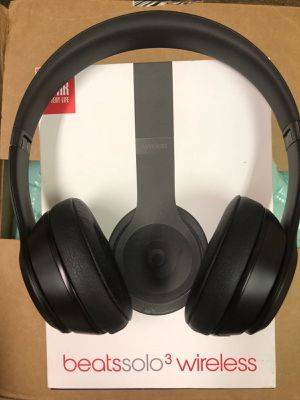 Beats solo 3 by dr dre wireless headphones original for Sale in Orlando, FL