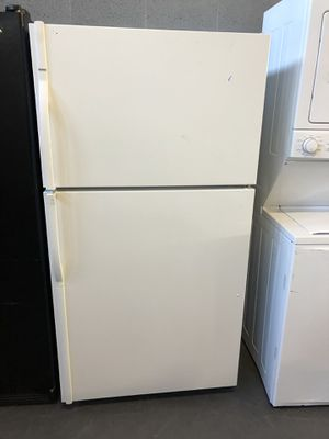 33by68 KENMORE TOP AND BOTTOM FRIDGE WHITE WITH WARRANTY for Sale in Woodbridge, VA