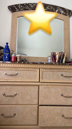 6 Drawer Dresser with mirror for Sale in Chesapeake, VA