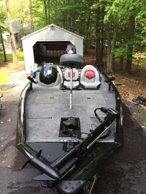 Bass boat. Bass Tracker pro 175 txw. for Sale in Queens, NY