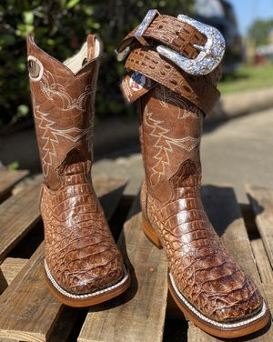 Men's boots / Botas para hombres for Sale in Pasadena, TX