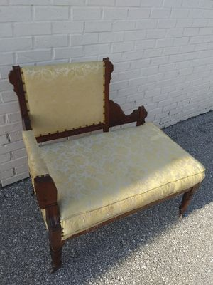 Vintage early 1900s Victorian settie for Sale in Weston, MO