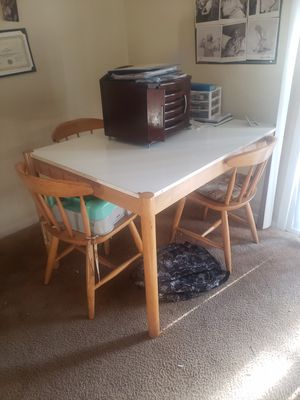 Small Kitchen table for Sale in Stone Mountain, GA