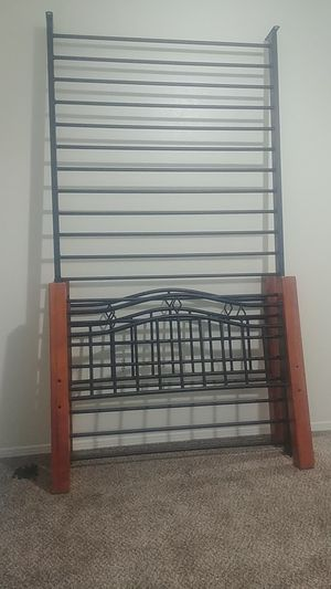 Twin bed frame for Sale in Albuquerque, NM