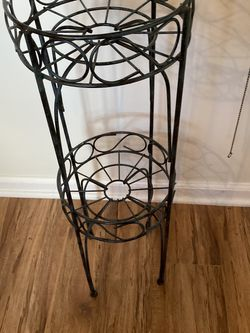 Vintage Plant Stand for Sale in Streetsboro,  OH