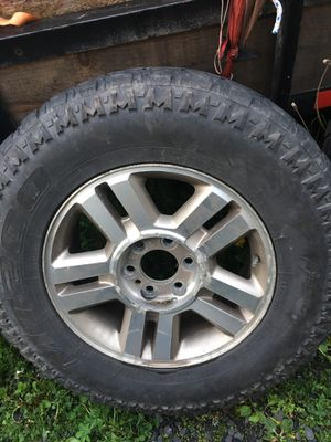Rim Used tires 275/70R18 for Sale in Mahanoy City, PA