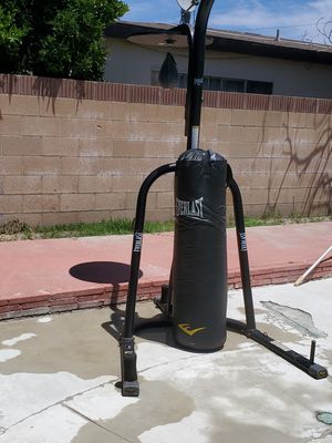 boxing bag and stand for Sale in Lawndale, CA