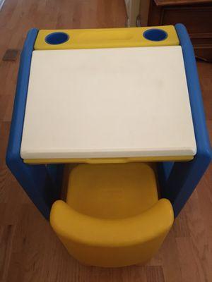Kid desk and chair for Sale in La Costa, CA