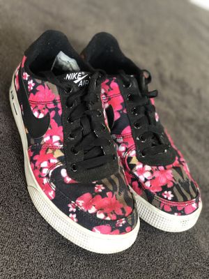 Nike women's floral print 5.5 youth for Sale in Houston, TX