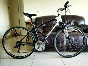 -DiamondBack Hybrid Bike ( Engewood ) Aluminum. Frame size : M 43cm. Excellent Condition. for Sale in Plantation, FL