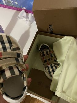 Kids Burberry Shoe 150 AUTHENTIC for Sale in Chicago,  IL