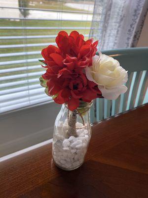 Farmhouse milk jar home decor . Choice of flower colors for Sale in Kissimmee, FL