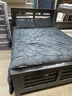 Solid Wood Queen Size Bed Frame (Mattress Included) for Sale in Montebello,  CA