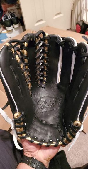Baseball Gloves ( Zurdo sports) for Sale in Fort Worth, TX