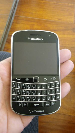 Blackberry bold 9930 verizon some visible scratches and scuffs Refurbished Coming phone is different than pic but almost same condition for Sale in Los Angeles, CA