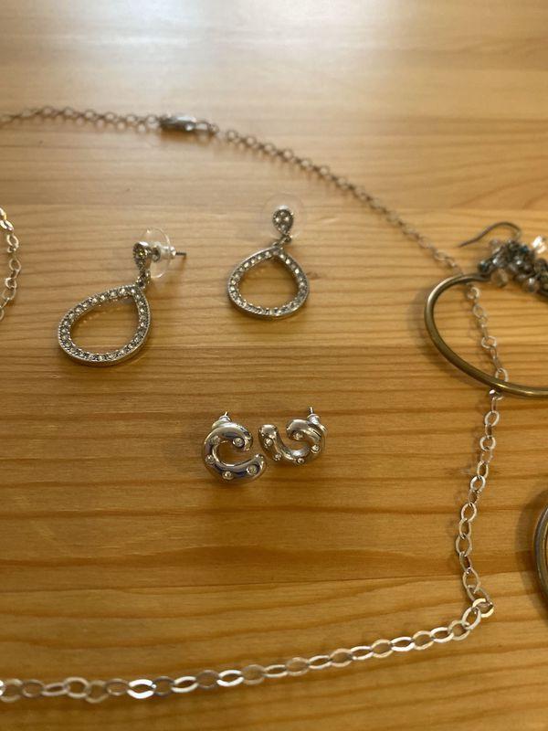 4 piece- jewelry bundle