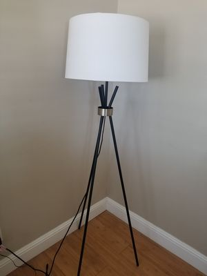 Floor lamp for Sale in HILLTOP MALL, CA