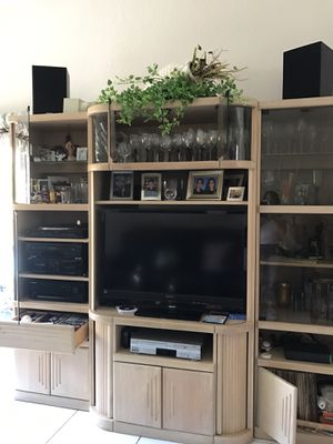 Large ENTERTAINMENT WALL UNIT for Sale in Hialeah, FL