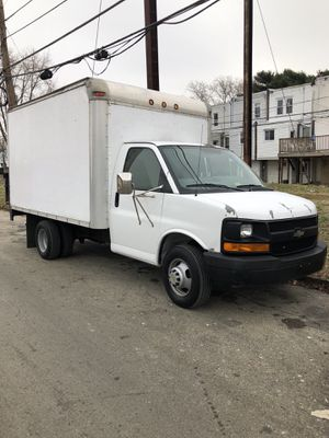 2006 Chevy express 3500 Dually Box Truck W/ Hydraulic Liftgate for Sale in Philadelphia, PA