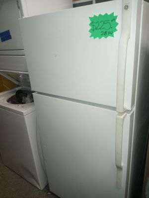 GE TOP FREEZER FRIDGE WORKING PERFECT W/4 MONTHS WARRANTY for Sale in Baltimore, MD