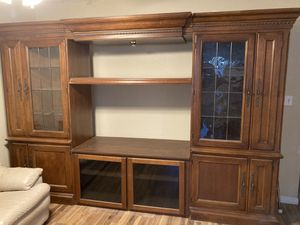 Free entertainment tv center Gregory St., Aurora for Sale in Bolingbrook, IL