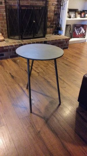 End table for Sale in Maple Valley, WA