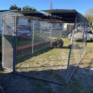 Free Dog Kennel (must Pick Up ASAP) for Sale in Fort Lauderdale, FL