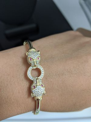 Brazalete de Oro en 10k con Financiamiento Disponible sin Crédito 👑 for Sale in Hialeah, FL