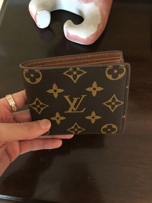 Men LV Monogram Wallet . Excellent condition for Sale in Aspen Hill, MD